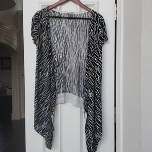 Short Sleeve Black and White High Low Cardigan